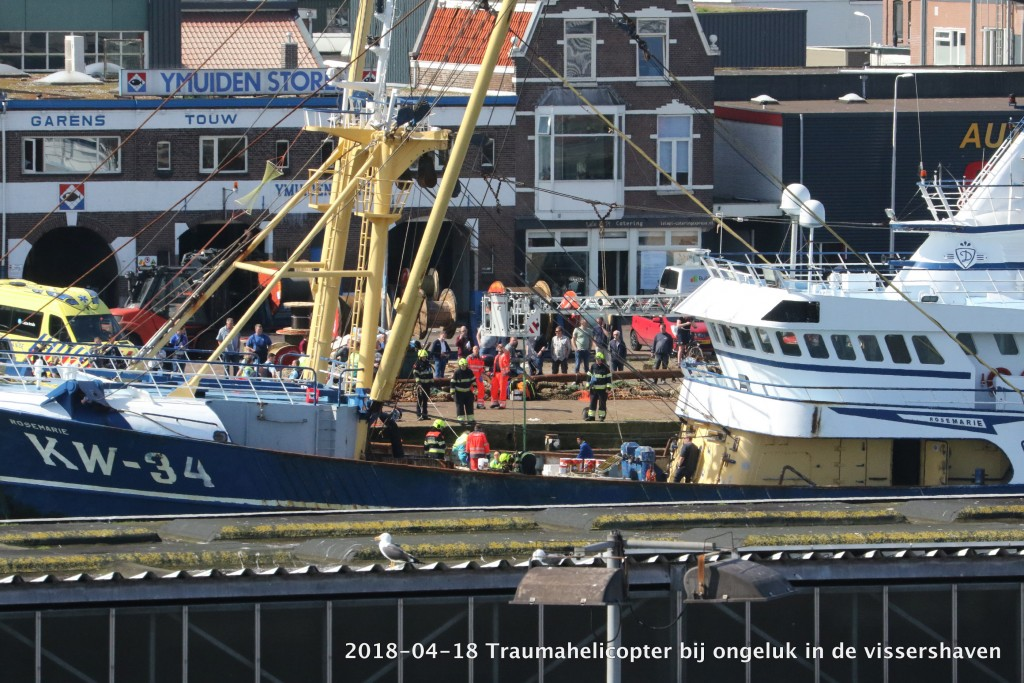 2017-04-18 Trauma helicopter in Vissershaven - 00002