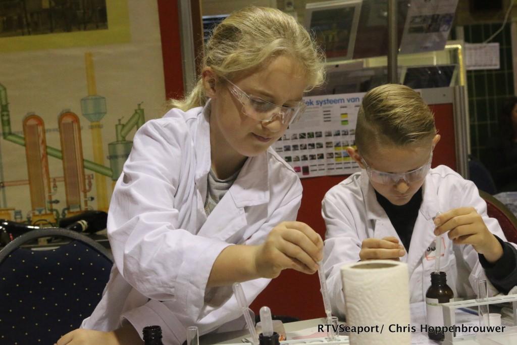 2018-10-24 Kinderen ontdekken laboratorium Hoogovenmuseum - 18
