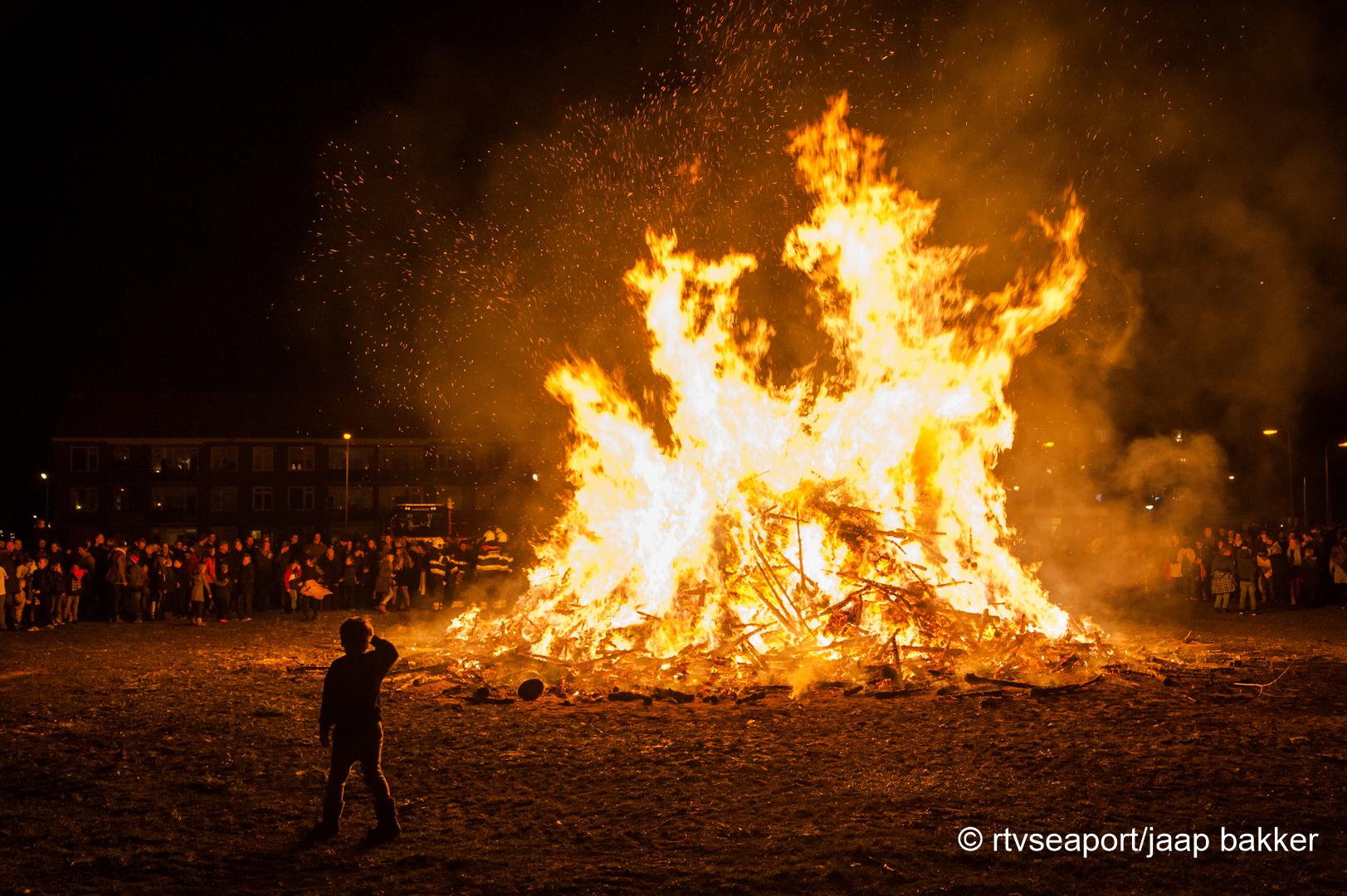 Kerstboomverbranding Velsen (1)