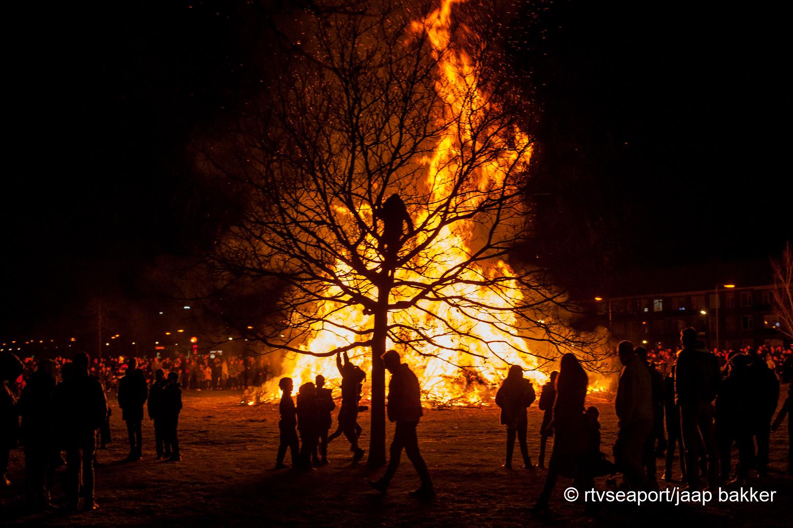Kerstboomverbranding Velsen (12)