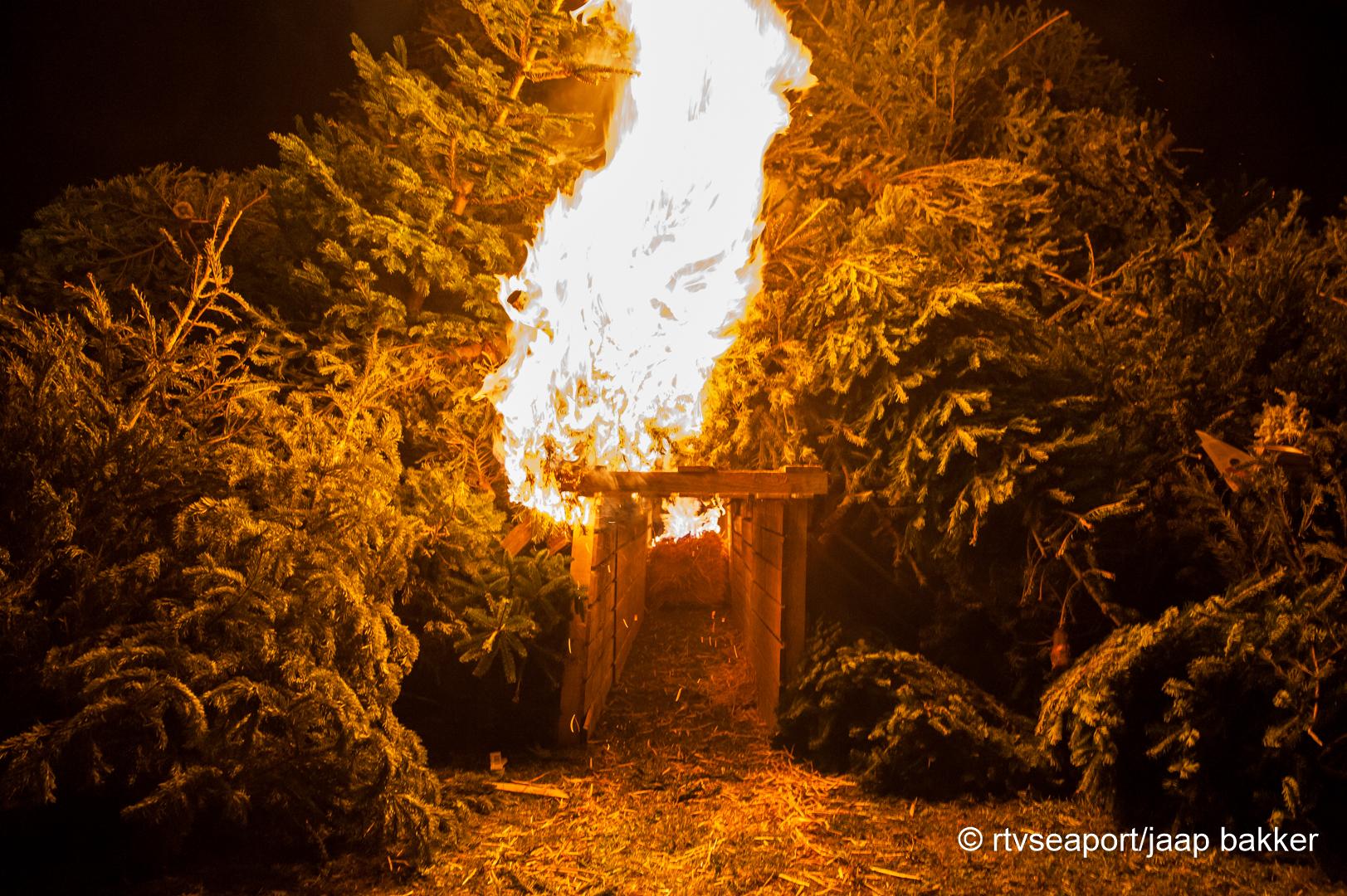 Kerstboomverbranding Velsen (7)