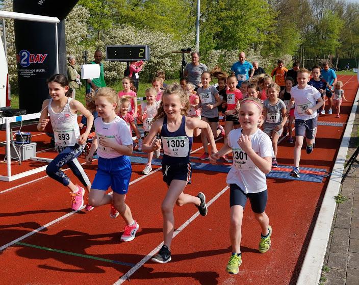 Win hardloopschoenen bij Pim Mulierloop
