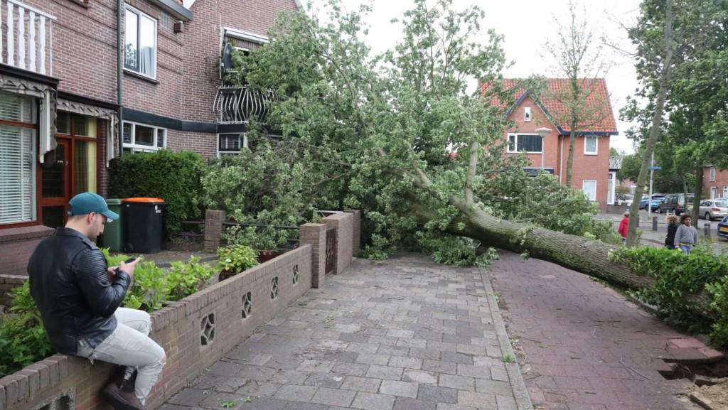 Storm houdt ook huis in IJmuiden