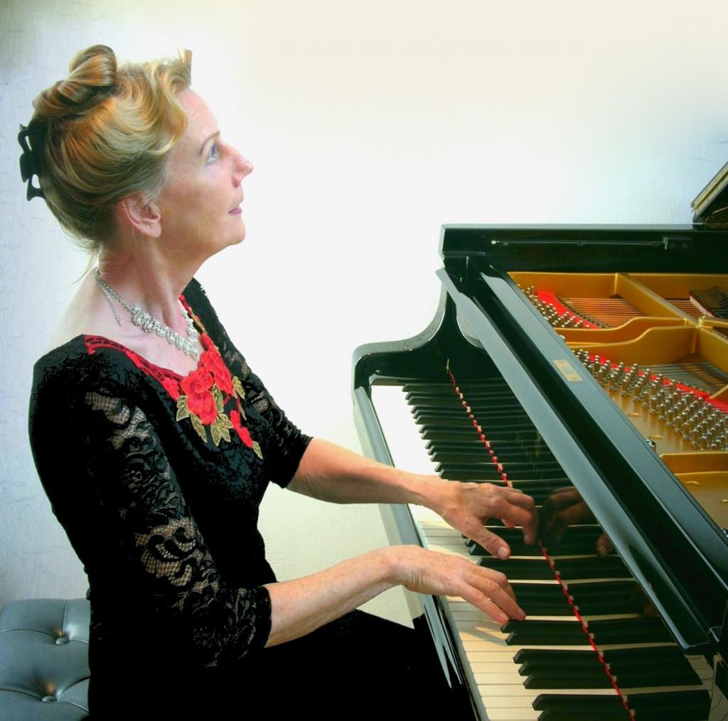 Pianiste Regina Albrink in 't Mosterdzaadje