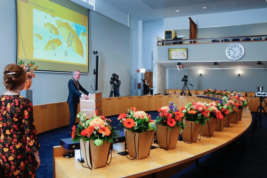Lintjes in Velsen digitaal uitgereikt door burgemeester Dales
