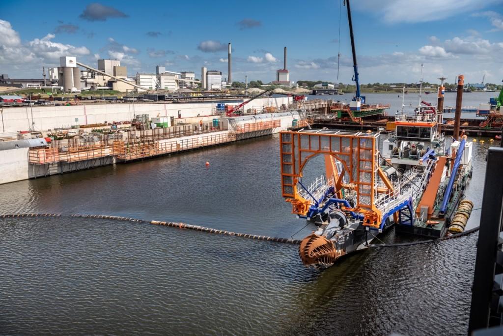 Uitgraven Sluiskolk nieuwe zeesluis