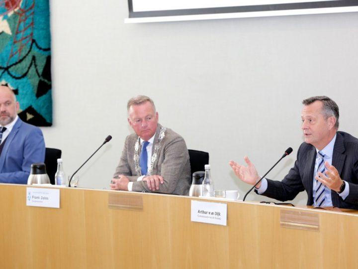 Commissaris der Koning in gesprek organisaties Velsen